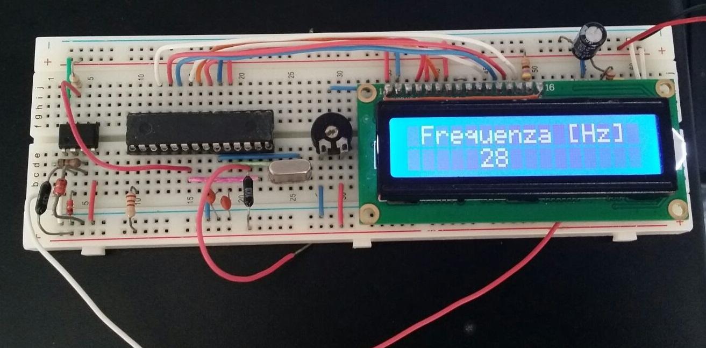 frequenzimetro su breadboard