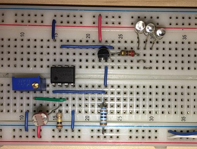 crepuscolare-breadboard-led-transistor